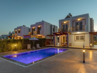 PETRA VILLAS 100m from the beach