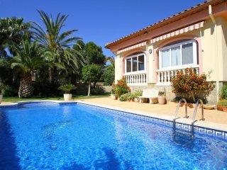 B39 LOURDES villa, piscina privada y gran jardín