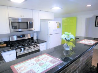 Burgundy Spacious 2BD/2BA in Uptown