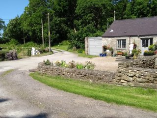Trefor Riverside cottage 10 min walk to the beach