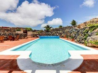 Apt. vistas volcán con piscina y jacuzzi compartido