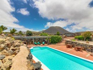 Casa La Trasera, Casa con Vista al Volcán y Piscina