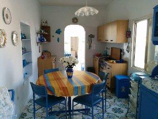 Appartamento con terrazzo , 5 minuti a piedi dal mare