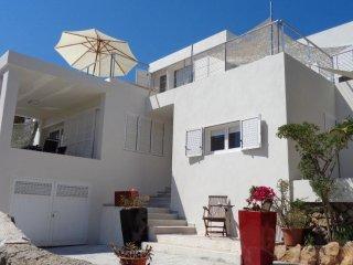 Casa con piscina en Cap Martinet a pocos minutos de Destino