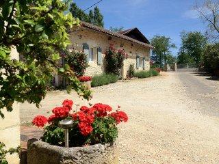 Gîte rural tout confort, jardin privatif, accès piscine chauffée