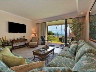 Deluxe Kaanapali Shores #159 Walk right out to Pool and Beach!