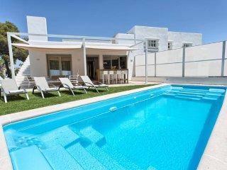 Jazmines II > Private villa walking distance 2 beach & Puerto Banus