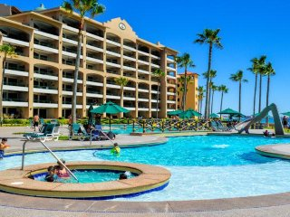 Luxurious 2Bed/2Bath Ground Floor Condo With Quick Pool & Beach Access