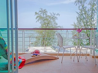 Charming 2BDRM Apartment with Stunning Sea View!!