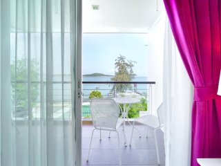 Charming Sea View Studio Apartment with Jacuzzi