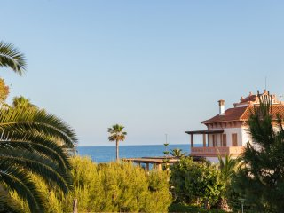Luxuary Villa Sitges Tupinetti. 100 metres/plage. 1 km centre. Renovee 100%.