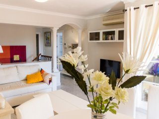 Puerto Banus Duplex Apartment  wifi and Apple TV