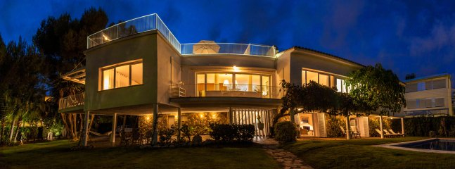 Luxuary Villa Sitges Tupinetti. 100 metres/plage. 1 km centre. Renovee 100%.