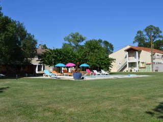 Las Brugues: appartement au RDC avec piscine chauffee 30 min.Carcassonne
