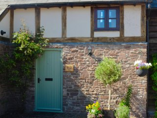 Riverside accommodation situated in idyllic Herefordshire country village