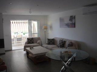 Hermoso apartamento completamente renovado con vistas al Mar (Albatros Esc.7/dr)