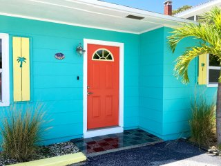 Key West Style Beach Bungalow 100 Yards To Beautiful St. Pete Beach!