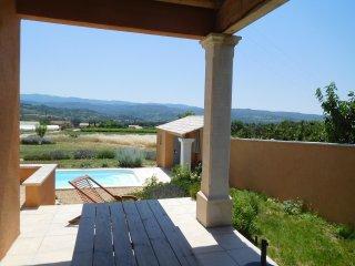 Jolie maison provençale piscine privée vue luberon