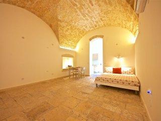 Stone M8 Apartment Bari City Center + WIFI