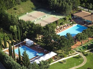 2 bedroom Apartment in Gavorrano, Tuscany Coast, Italy : ref 2380135