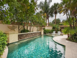 Luxury Pelican Bay Villa with private pool and hot tub!!