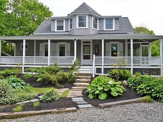 Rockport Seaside Retreat: Walk to waterfront, town and beaches.