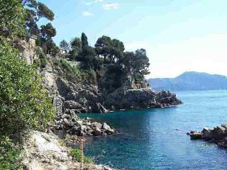 Stella Rossa:  Four apartments facing the Ligurian sea, with garden and pool
