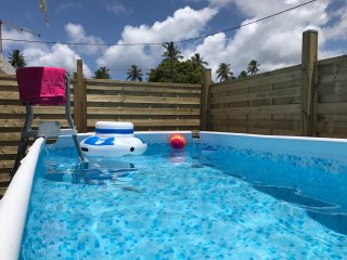 Maison mitoyenne avec piscine à 5 minutes à pieds de la plage