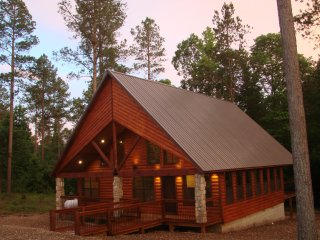 9 Pines - Mountain Retreat Couples (1+ Bedrooms/1 Bath/Hot Tub, Sleeps 4)