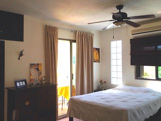 TURQUESA - Studio One Block Away from Beach with Ocean View from Balcony!