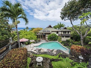Two Bedroom Beach House Within Walking Distance to Kahalu'u Beach