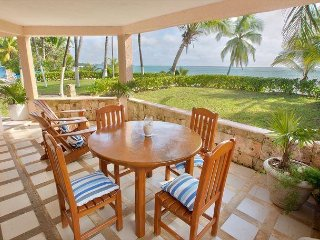 Lovely beachfront condo in quiet community - Pool, Wifi, AC