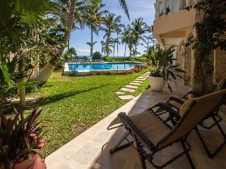 Cozy condo right on the beach great for a quiet getaway - Pool, Wifi, AC