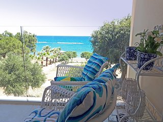 3b Seafront Luxury Apartment - Four Seasons Beach TL163