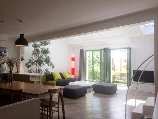 Maison de 120m2 au coeur de Paris avec petit jardin et balcon