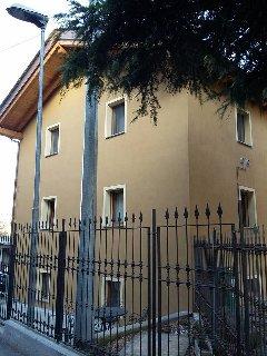 facciata laterale e dietro della struttura