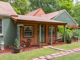 Southern East Nashville Charm (2 Bdr)  with Hot Tub