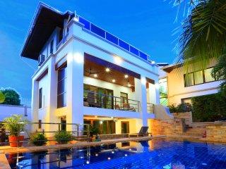 Highgrove 5 bedroom villa sleeps 10