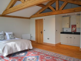 Hennerton Annex, self contained open plan luxury accommodation, Wargrave