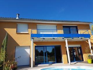 Maison avec piscine proche de la mer situee en France dans la region Bretagne