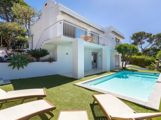 Luxurious Modern Villa with Private Heated Pool