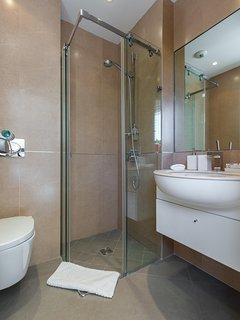 Guest bedroom ensuite shower room.