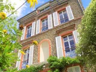 Unique charming villa on the seaside in center of Dinard to rent