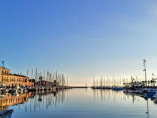 Meze apartment to rent South of France with balcony and harbour views, sleeps 4