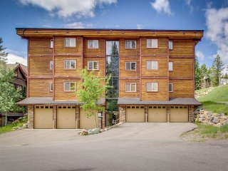 Charming condo w/ a private hot tub, updates, walk to the slopes!