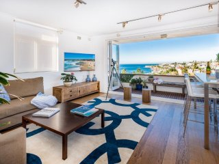 Chic Ocean View Apartment