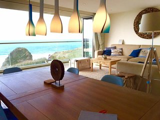 Modern apartment directly overlooking Whipsiderry and Porth Beach. 10 mins walk to Watergate Bay.
