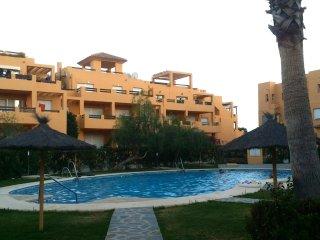 Se alquila apartamento amueblado en vera playa de 2 habitaciones y 2 baños