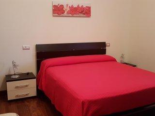 B&B Villa Sole - Camera Orchidea ( tripla -1 matrimoniale + 1 letto)