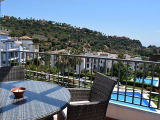2 Bed Penthouse with Pool And Mountain View, WIFI & Parking - R 129